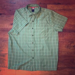 Short sleeve The North Face button up shirt